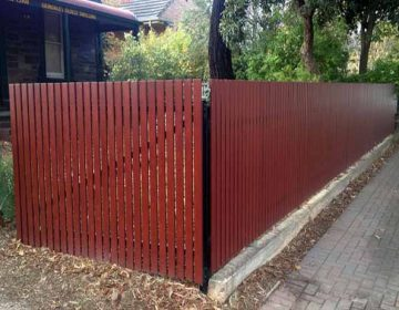 Knotwood vertical fence