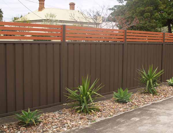 Panel fence with Knotwood